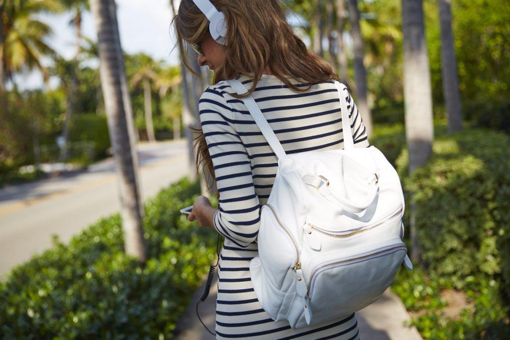 LR-MA_Social_Spring_15_Backpack_Headphones_1490