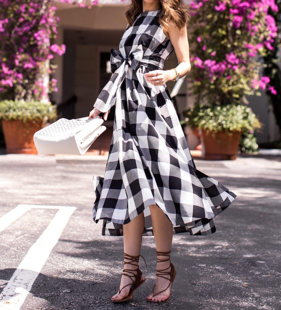 Blogger wearing Ann Taylor
