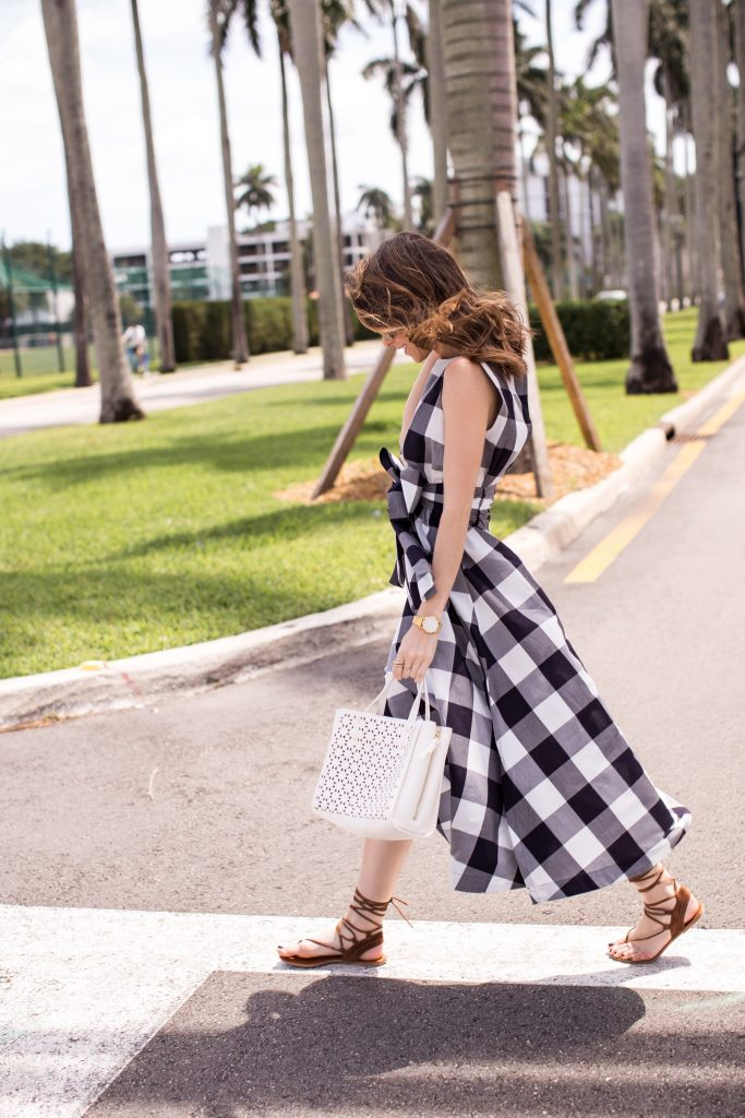Blogger wearing Ann Taylor