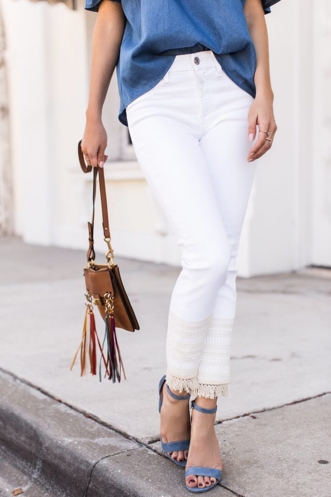Blogger wearing white jeans